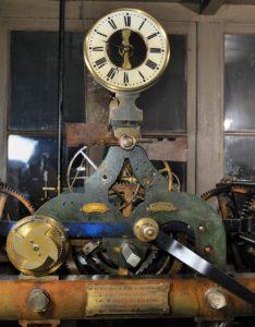 Horloge de Notre-Dame, dispositif de mise à l'heure © Photo Bruno Cabanis - Association Horloge Notre-Dame